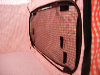 ポータブルケージの窓の内側